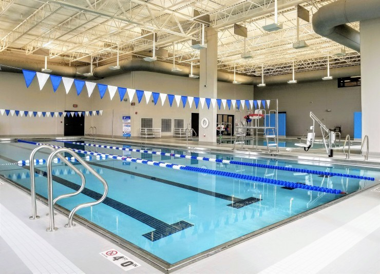 Aquatic center opens to west side residents ymca of metro chicago chicago il for Humboldt swimming pool schedule